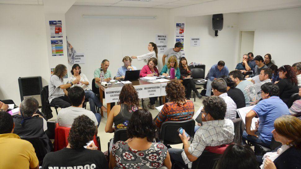 Neuquén seguirá sin clases: el plenario de ATEN resolvió parar hasta el viernes
