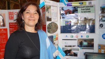Bertossi se desempeña como profesora en el Centro de Educación Integral San Ignacio, en el paraje San Cabao, a 15 kilómetros de Junín de los Andes.