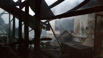 Mirá cómo un incendio destruyó una escuela