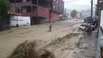 evacuados y danos materiales por un fuerte temporal en comodoro rivadavia