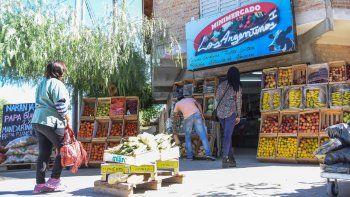 Los comercios más chicos son testigos del achique constante en las compras de los vecinos.