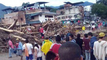 Una avalancha dejó al menos 92 muertos y desaparecidos