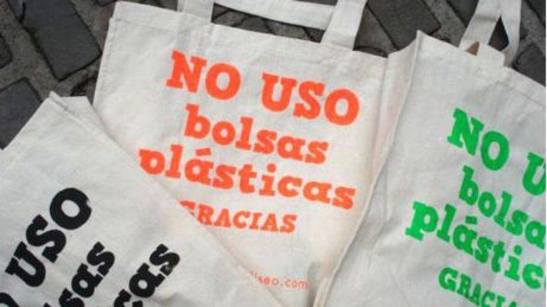 La prohibición del uso de bolsas de polietileno rige hace un año.