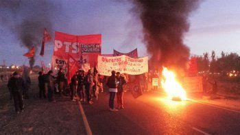 Las obreras de Textil Neuquén cortan Ruta 7 en Parque Industrial
