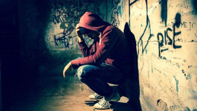 Hablar sobre la depresión en el entorno familiar o laboral ayuda a evitar la estigmatización de las enfermedades mentales.