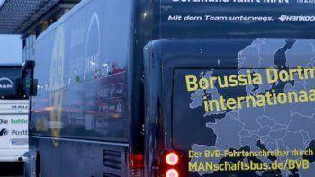Explotó un artefacto en el micro de Borussia y suspenden el partido