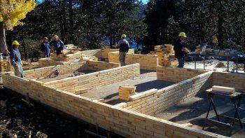 Provincia dará créditos para la compra de 200 casas de Corfone