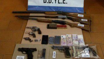 Las armas recuperadas por la Policía durante los allanamientos que se realizaron en Parque Industrial y el oeste.