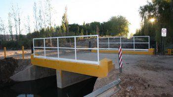 El tercer puente sobre calle Favaloro está en construcción.
