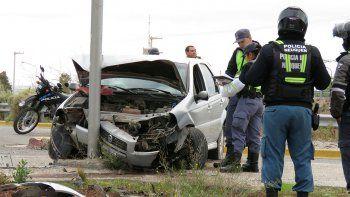 Dos heridos graves tras chocar un poste de luz en Ruta 7