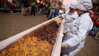 miles compartieron la barra de chocolate gigante