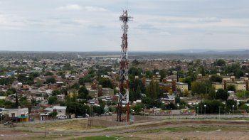 Hay un servicio telefónico deficitario. Al mismo tiempo, en el Deliberante preocupan las nuevas radiaciones.