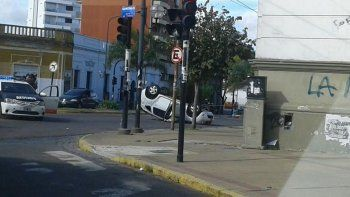 El conductor que provocó el choque, huyó y luego fue golpeado enfrenta cargos por lesiones culposas agravadas.