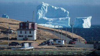 el impresionante iceberg que aparecio en las costas de canada