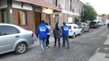 Personal de Delitos traslada a las mecheras tras detenerlas en el oeste.