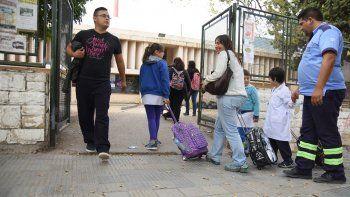 Algunas escuelas ayer tuvieron clases con normalidad en Neuquén capital.
