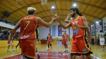 Llanan celebra la efectividad de Santiago Rodríguez ante Sarmiento.