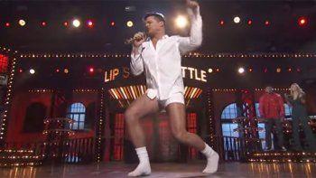 ricky martin, en boxer, imito un baile sexy de tom cruise
