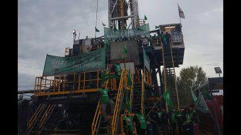ate rio negro bloquea los accesos a los pozos petroleros