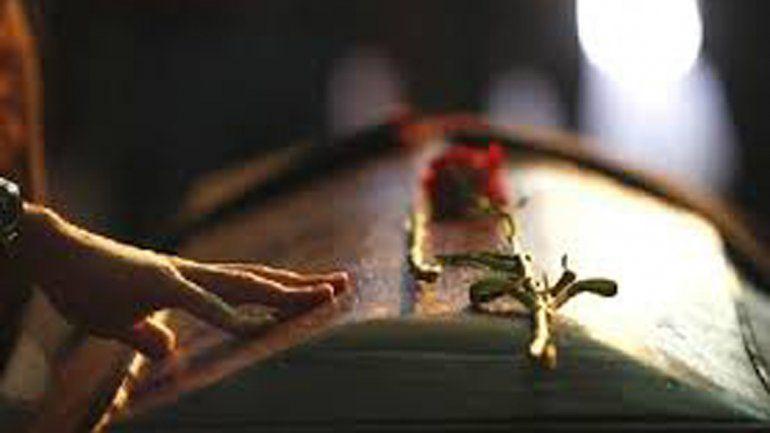 Irrumpieron en un velatorio para hacerle la autopsia al muerto