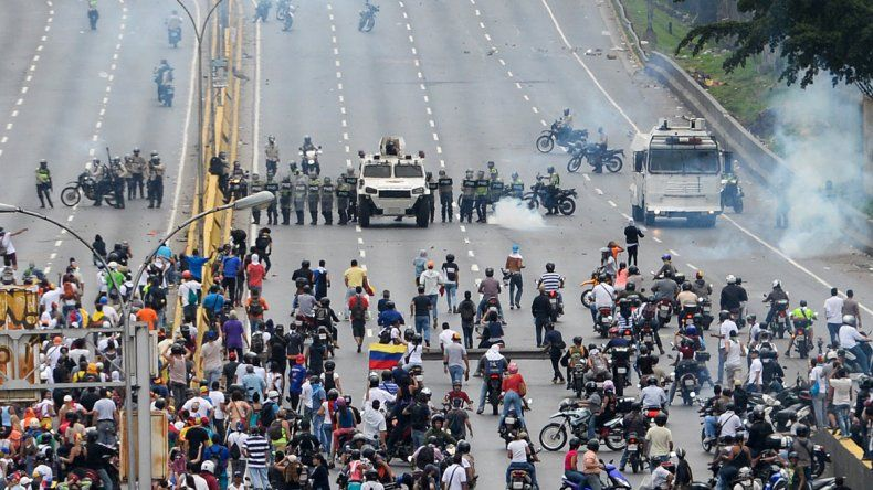 Grupos antimotines oficialistas impidieron que los opositores se juntaran.