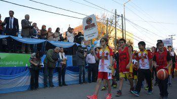 gutierrez prometio obras de agua y cloacas en los festejos por el aniversario de plottier