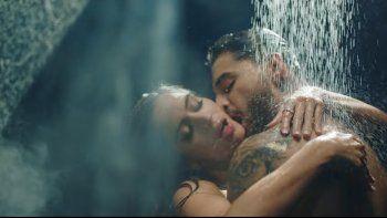 Maluma y Natalia se ponen muy calientes al ritmo del nuevo hit.