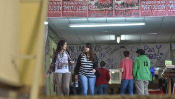 Estudiantes de entre 18 y 35 años pueden postular a las becas.
