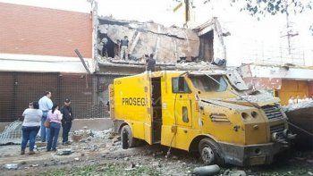 con granadas y fusiles, robaron 40 millones de dolares en paraguay