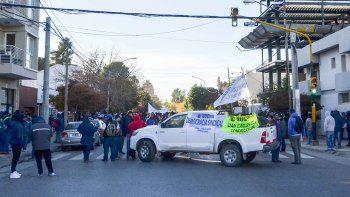 la interna de la uocra complica el transito en el centro: los delegados exigen elecciones