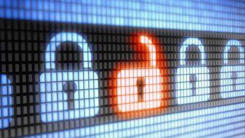La encuesta dice que la gente teme hackeos y compra poco en la red.