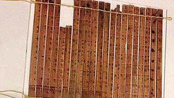 Son 21 tablas de bambú de 43,5 cm de largo y 1,2 cm de ancho.