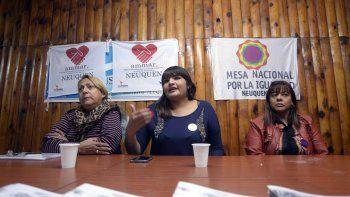Georgina Orellano, de Ammar, ayer junto a sus referentes en la ciudad.