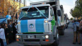En la ciudad de Plottier se presentaron los camiones de la basura.