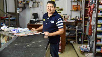 José Luis Marchant, una vida detrás de un mostrador tratando de conseguirle repuestos a su clientela.