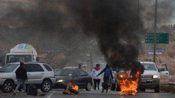 Los manifestantes interrumpieron el tránsito con gomas incendiadas.