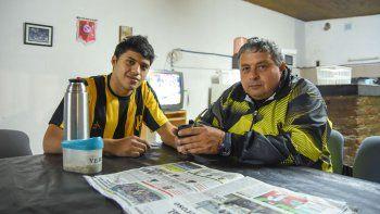 El futbolista y el dirigente (padre e hijo), fieles lectores de LM Neuquén, compartieron sensaciones.