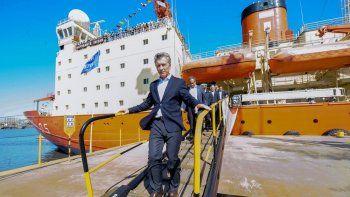 Tras la cumbre con Trump, el jefe de Estado visitó el renovado buque.