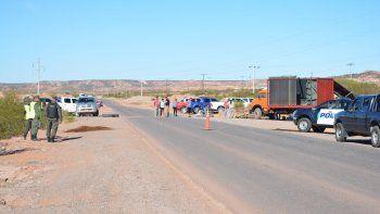 petroleros despedidos continuan con los bloqueos a los yacimientos de ypf en rincon