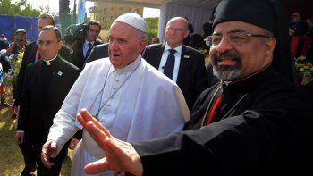 El Papa terminó el viaje por Egipto y pidió caminar juntos por la paz.