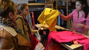 Los dueños de los locales de indumentaria tratan de que el aumento de sus proveedores no llegue a las prendas.