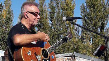 vecinos de las 99 viviendas homenajearon a leon gieco