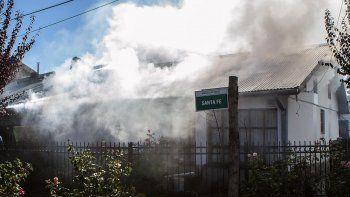 un incendio consumio todo el interior de una casa en san martin de los andes