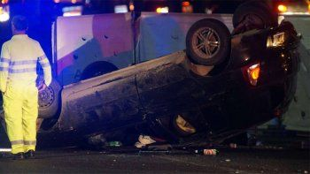 Volcó un auto en la autopista Dellepiane: un muerto