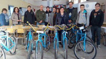 La UNCo entregó las primeras bicicletas restauradas por presos