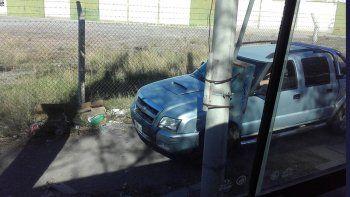 Sin paciencia: manejan por las veredas para evitar la cola de autos
