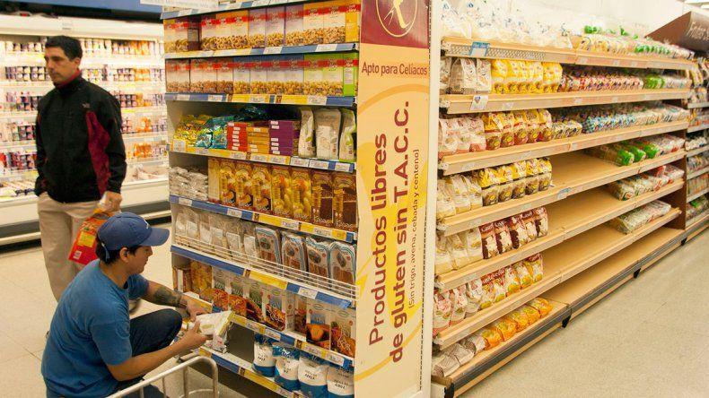 Multas a supermercados: hallaron 500 productos vencidos