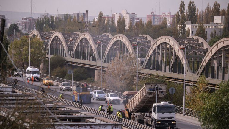Voy por Cinco, la versión de Despacito que cuenta la proeza de cruzar el puente