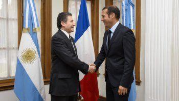 El embajador francés y el gobernador estuvieron reunidos por la mañana en la Casa de Gobierno.