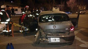 Dobló en contramano y chocó contra un Chevy: una mujer herida